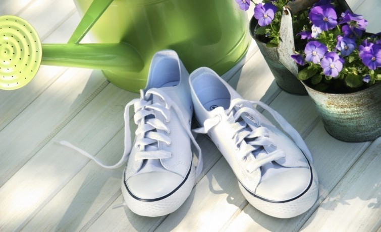 10 Simple Cleaning Tips To Make Old Things Look New thehandymano the handy mano manomano mano diy do it yourself tips and tricks  shoes clean toothbrush baking soda
